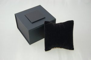 Bangle Box with Pillow | Black
