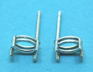 Sterling Silver Claw Oval Stud Earring 6x4mm