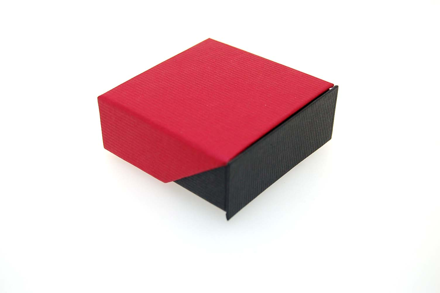 Small Pendant/Earring Box   Retractable Lid   Black and Red