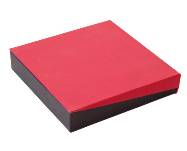 Necklet Box | Black and Red (close)